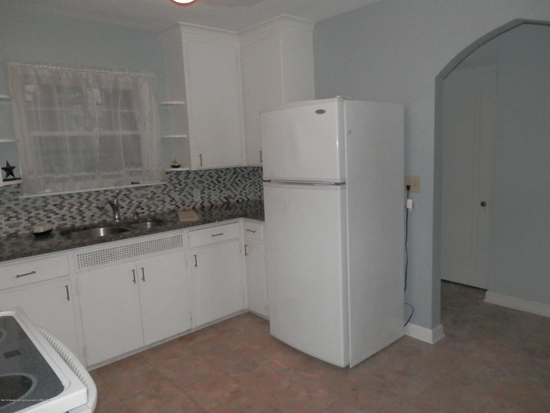 352 Collingwood Dr - Kitchen - 8