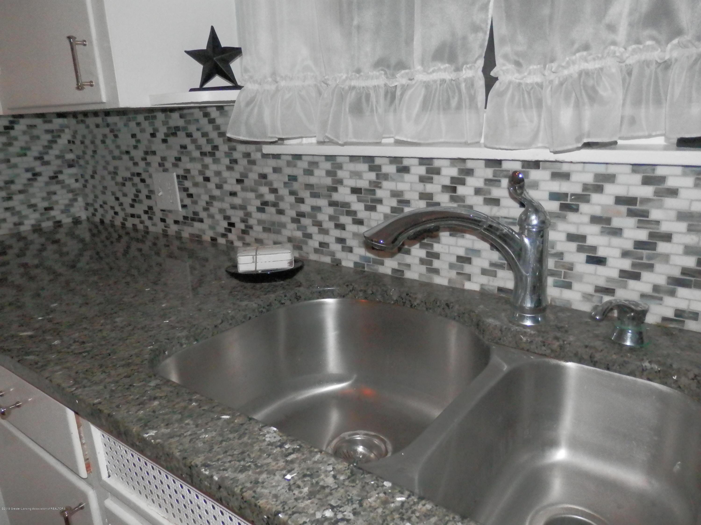352 Collingwood Dr - Granite counters/tiled backsplash - 9