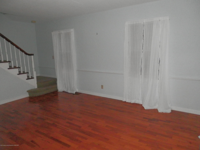 352 Collingwood Dr - Living Room - 11