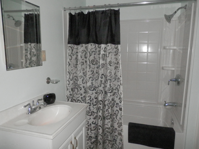 352 Collingwood Dr - Full bath - 13