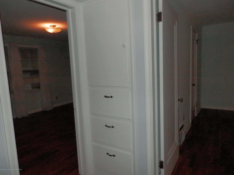 352 Collingwood Dr - Hallway linen storage - 16