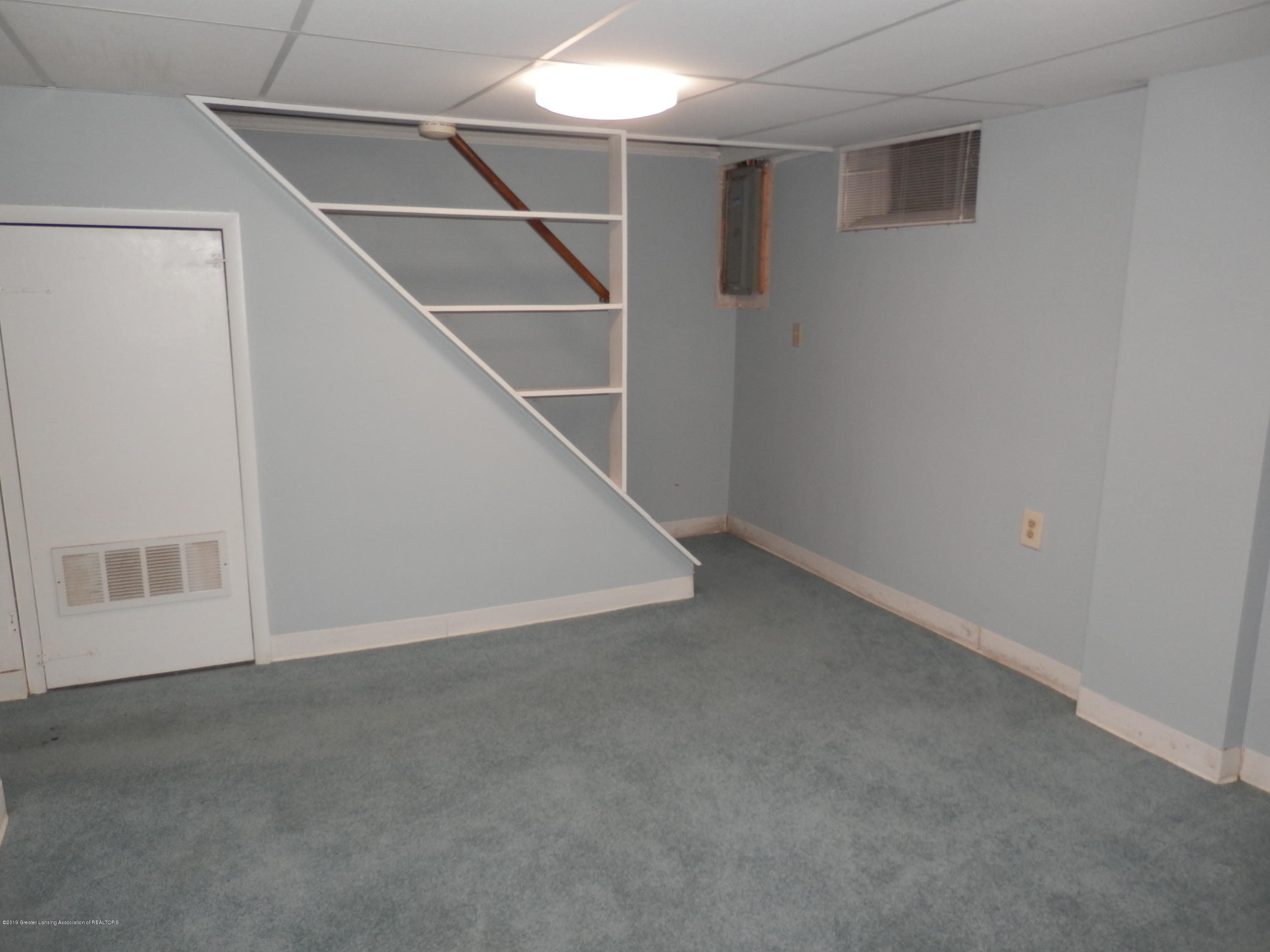 352 Collingwood Dr - Basement stairway - 17