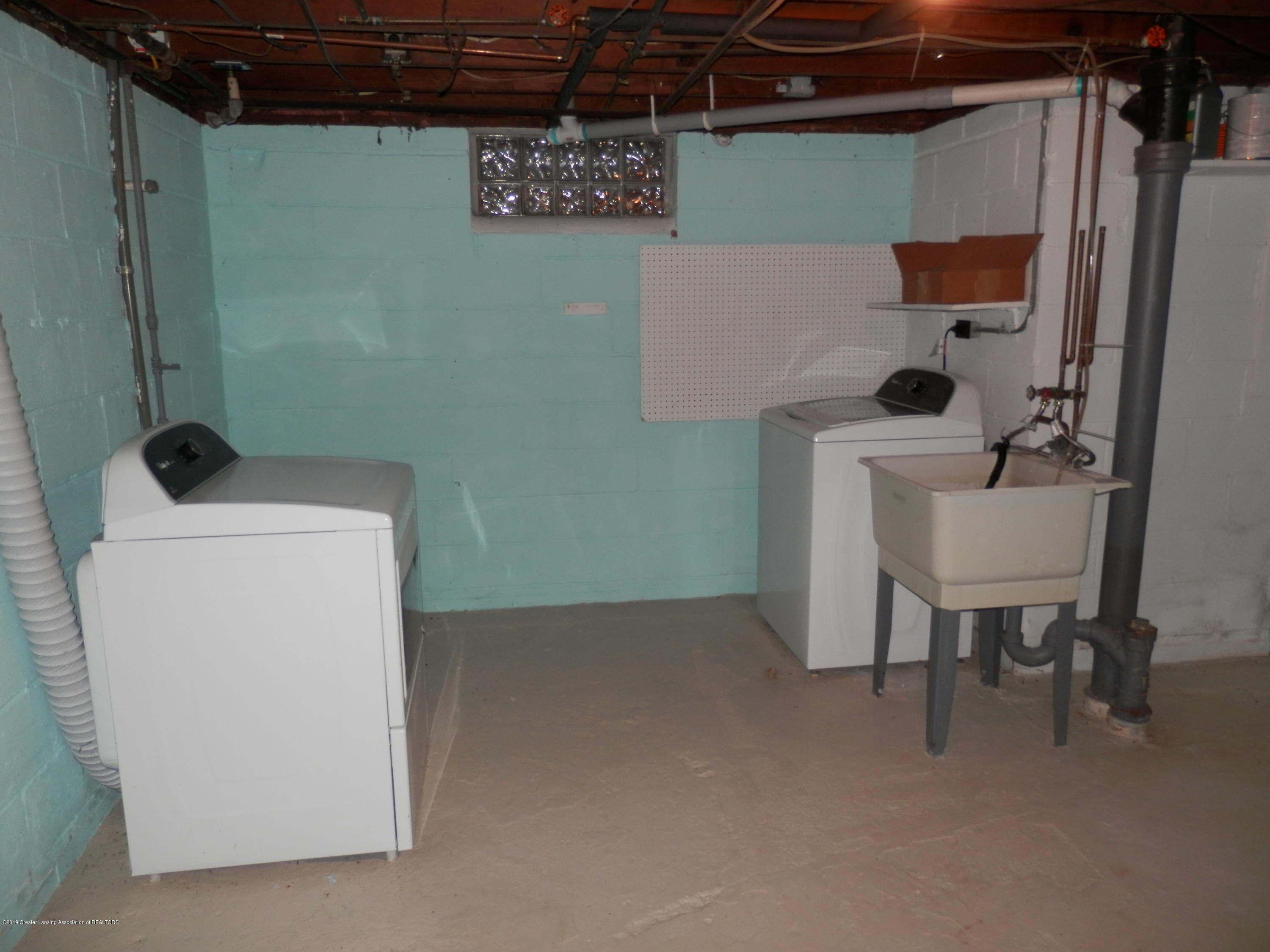 352 Collingwood Dr - Newer washer and dryer - 19