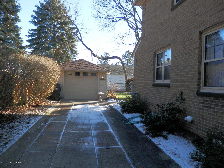 352 Collingwood Dr - Cement driveway - 21