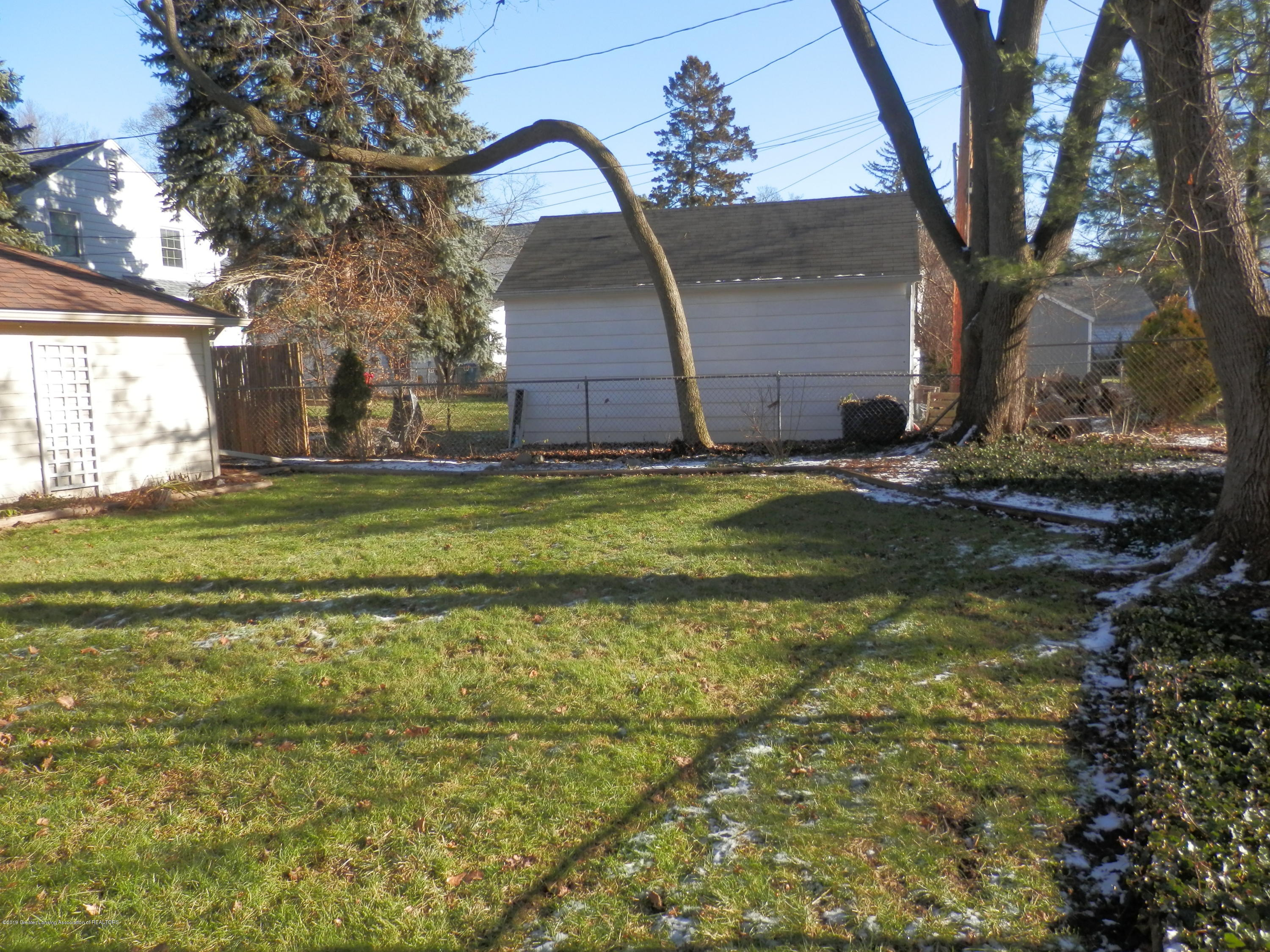 352 Collingwood Dr - Partially fenced back yard - 22