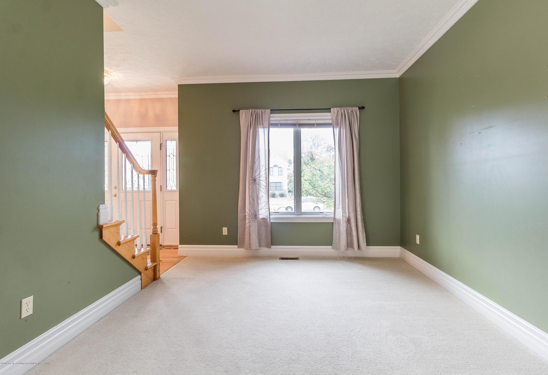 1571 Royal Crescent - Living Room - 10