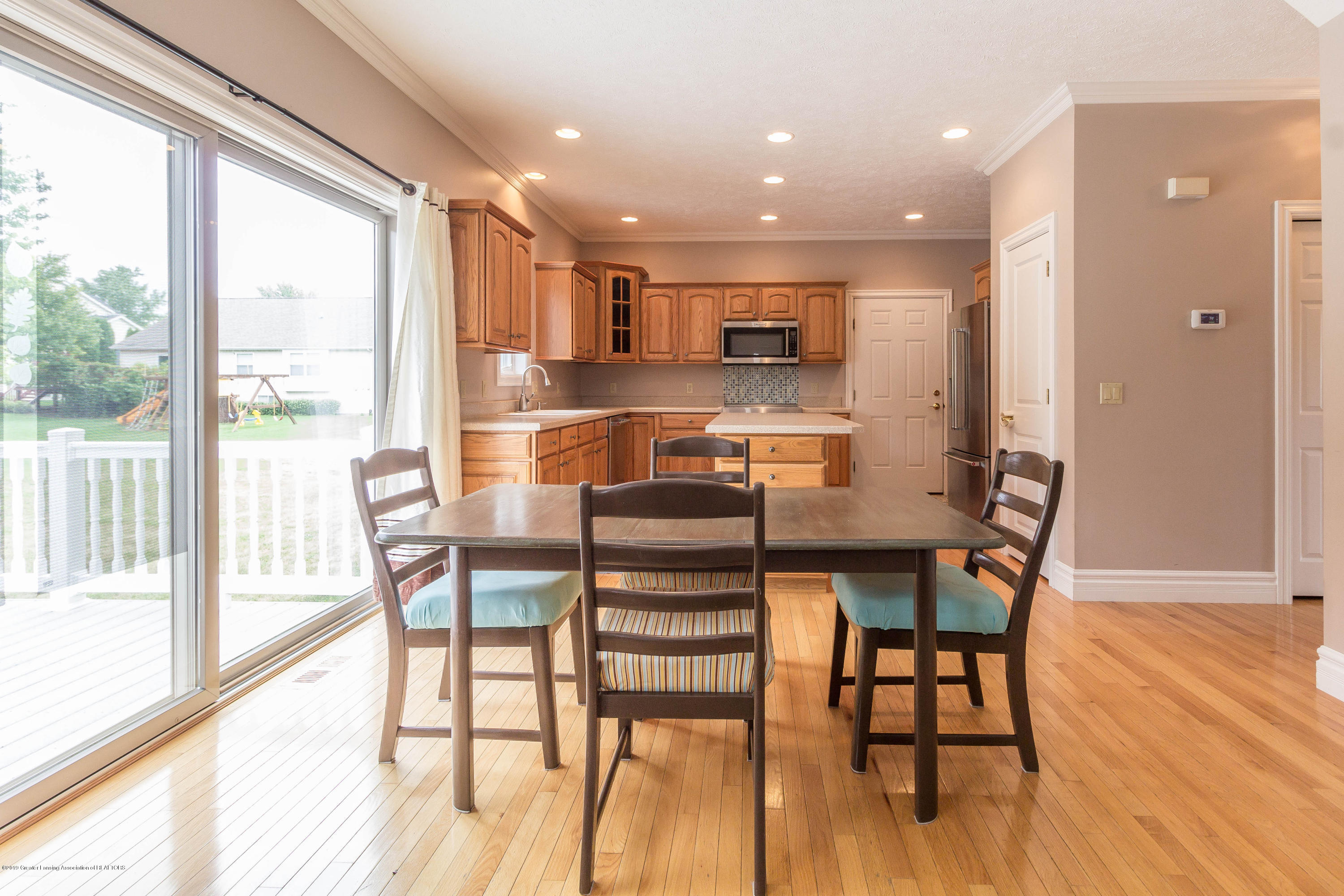 1571 Royal Crescent - Dining - 11