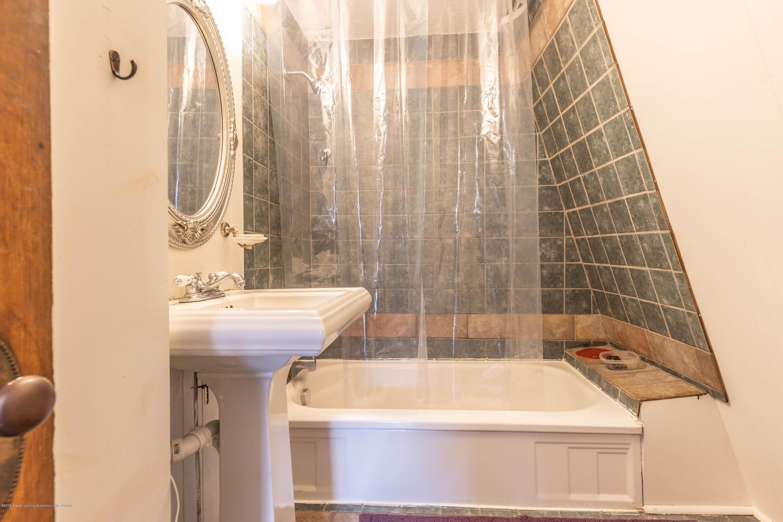 311 N Magnolia Ave - Full Bathroom - 11
