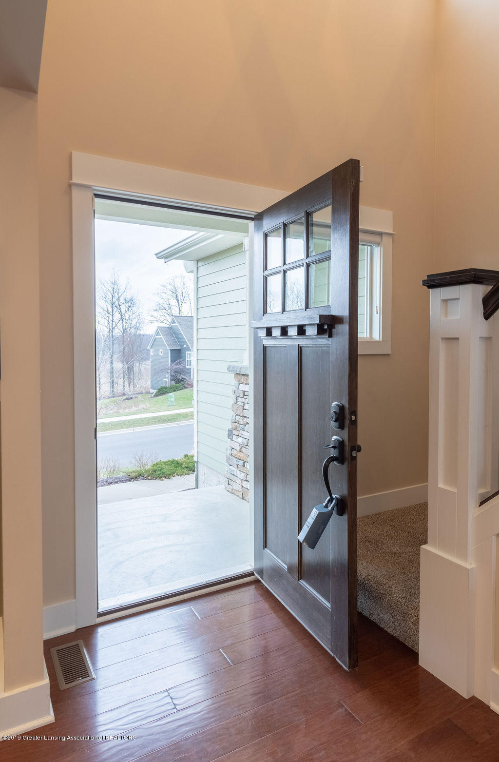 6103 Southridge Rd - Come on in! - 8
