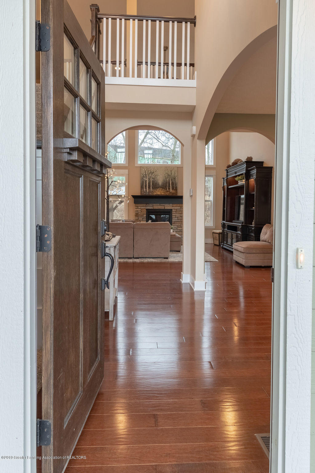 6103 Southridge Rd - beautiful foyer - 9
