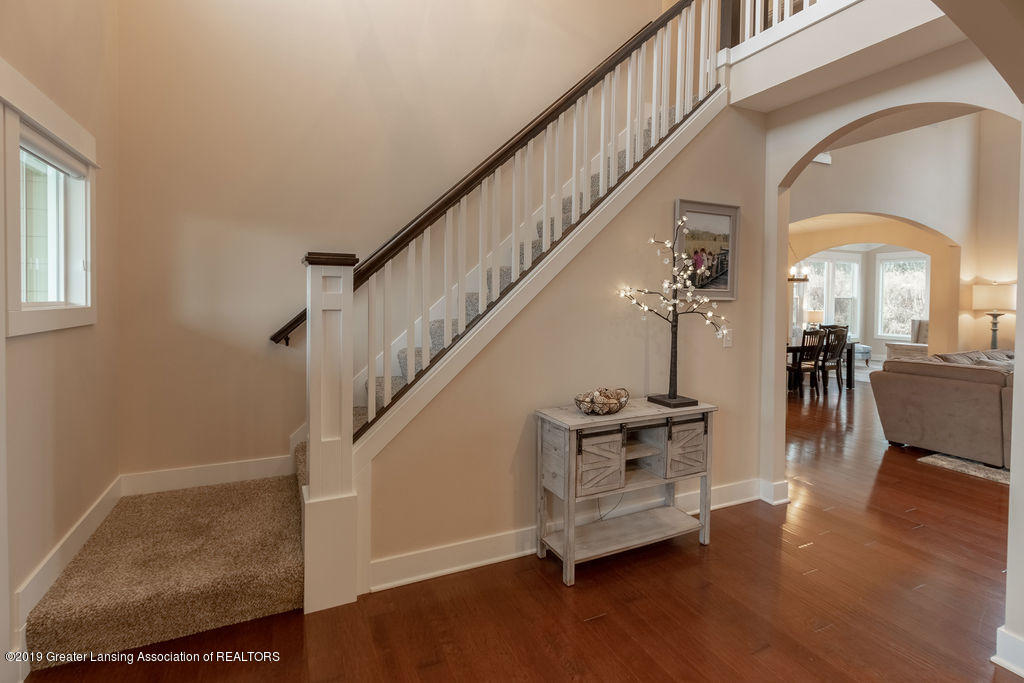 6103 Southridge Rd - staircase - 11