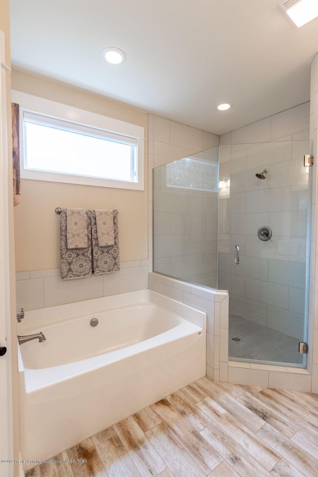 6103 Southridge Rd - master bath - 34