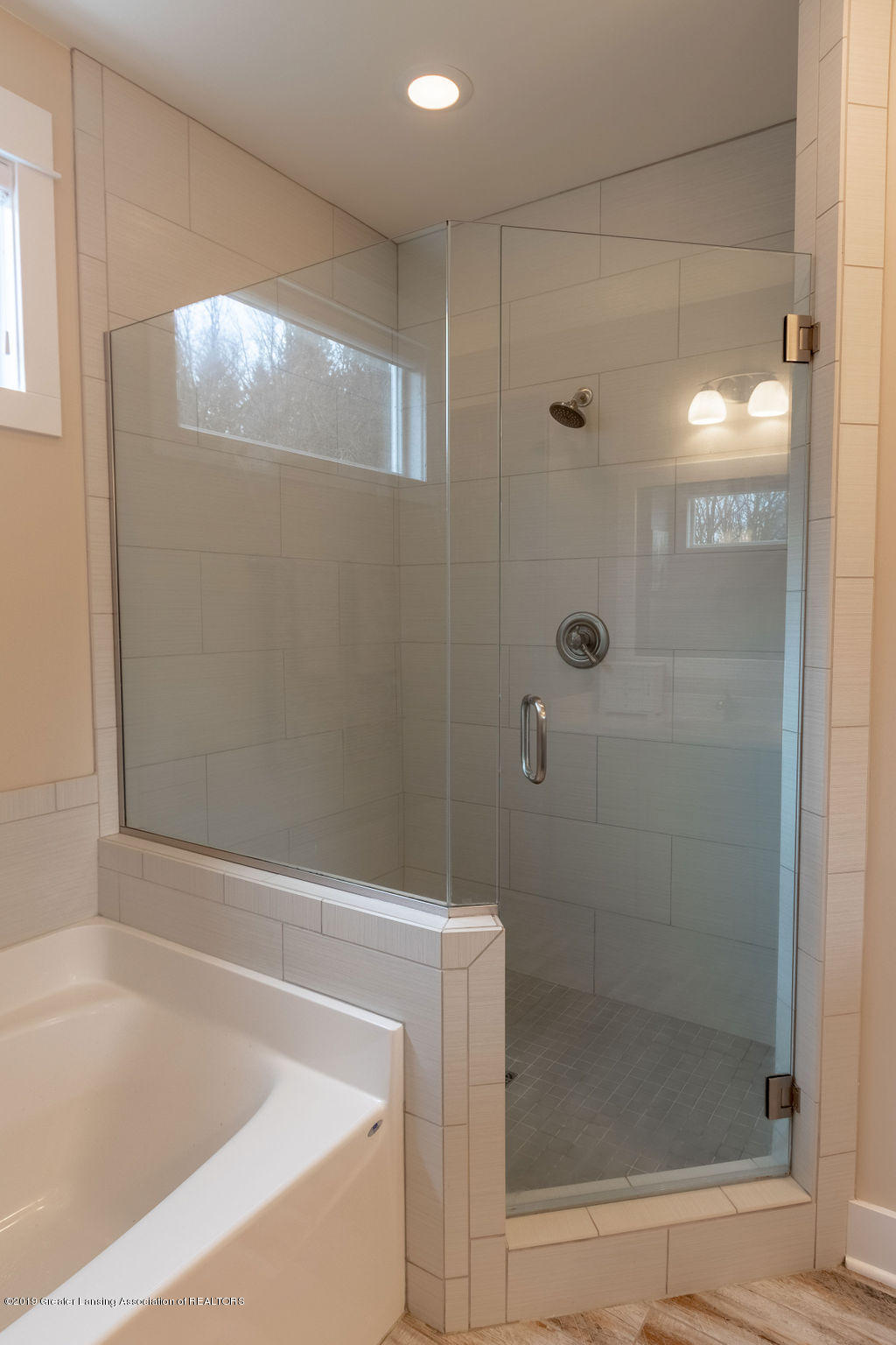 6103 Southridge Rd - master shower - 35