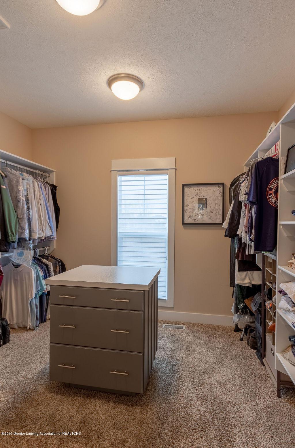 6103 Southridge Rd - master closet - 37