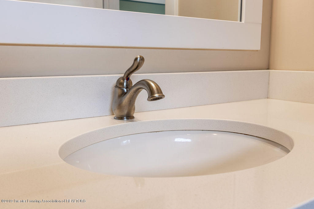 6103 Southridge Rd - beautiful fixtures - 36