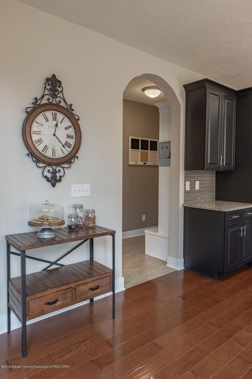 6103 Southridge Rd - interior space to mudroom - 40