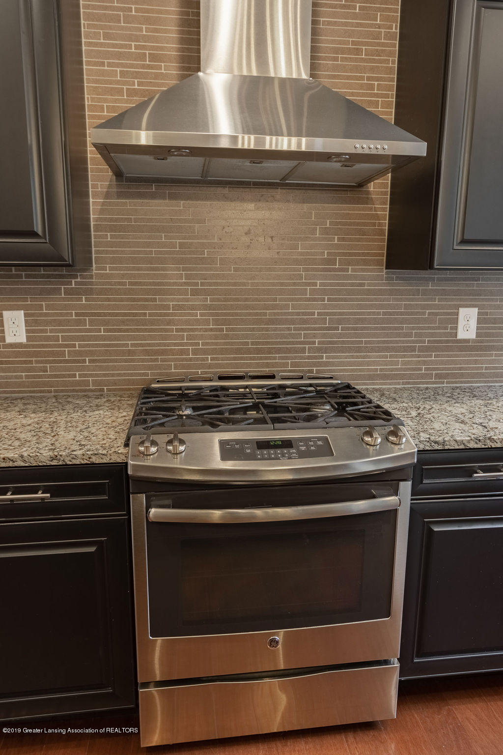 6103 Southridge Rd - gas range - 27