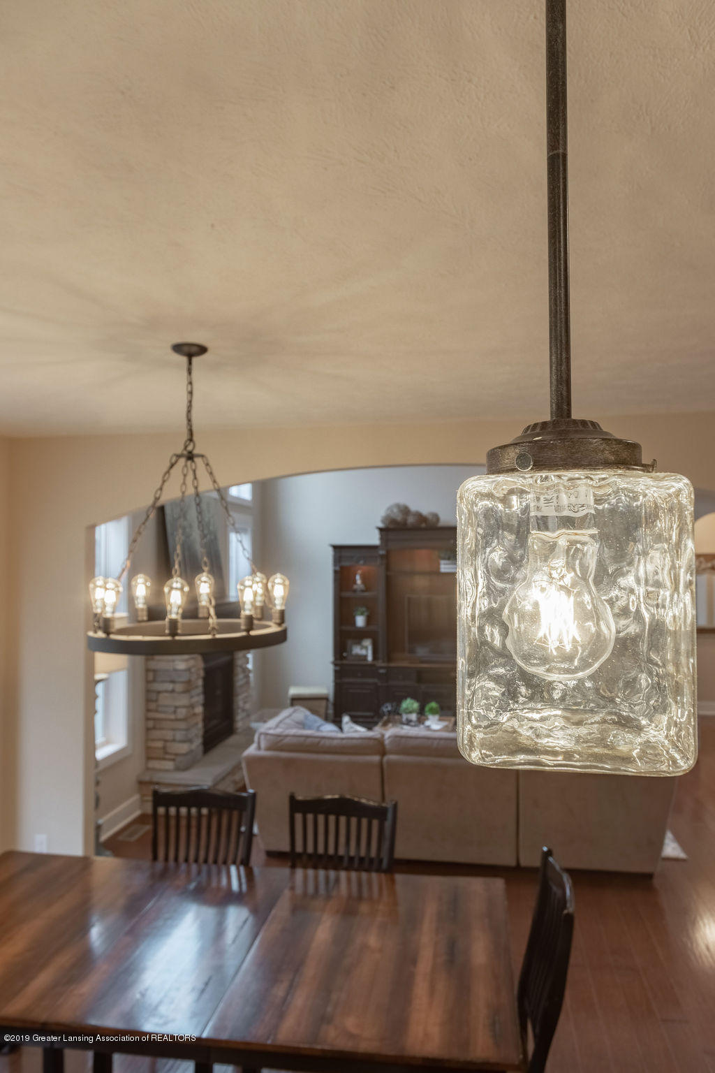 6103 Southridge Rd - beautiful fixtures - 39