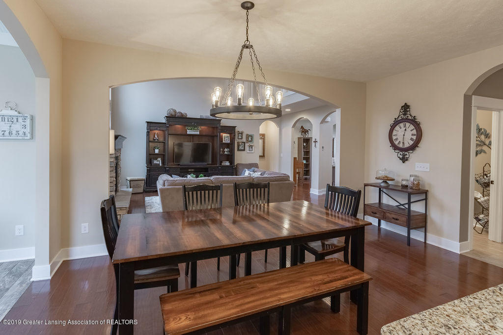 6103 Southridge Rd - open concept dining - 30