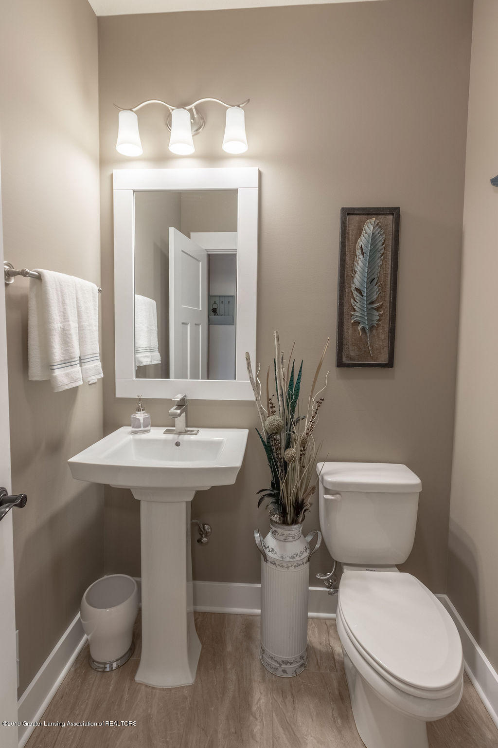 6103 Southridge Rd - powder room - 41