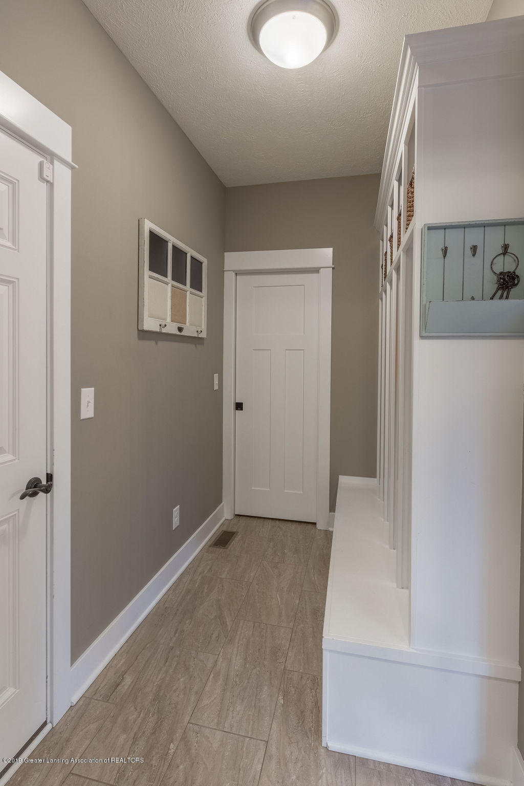 6103 Southridge Rd - mudroom - 42