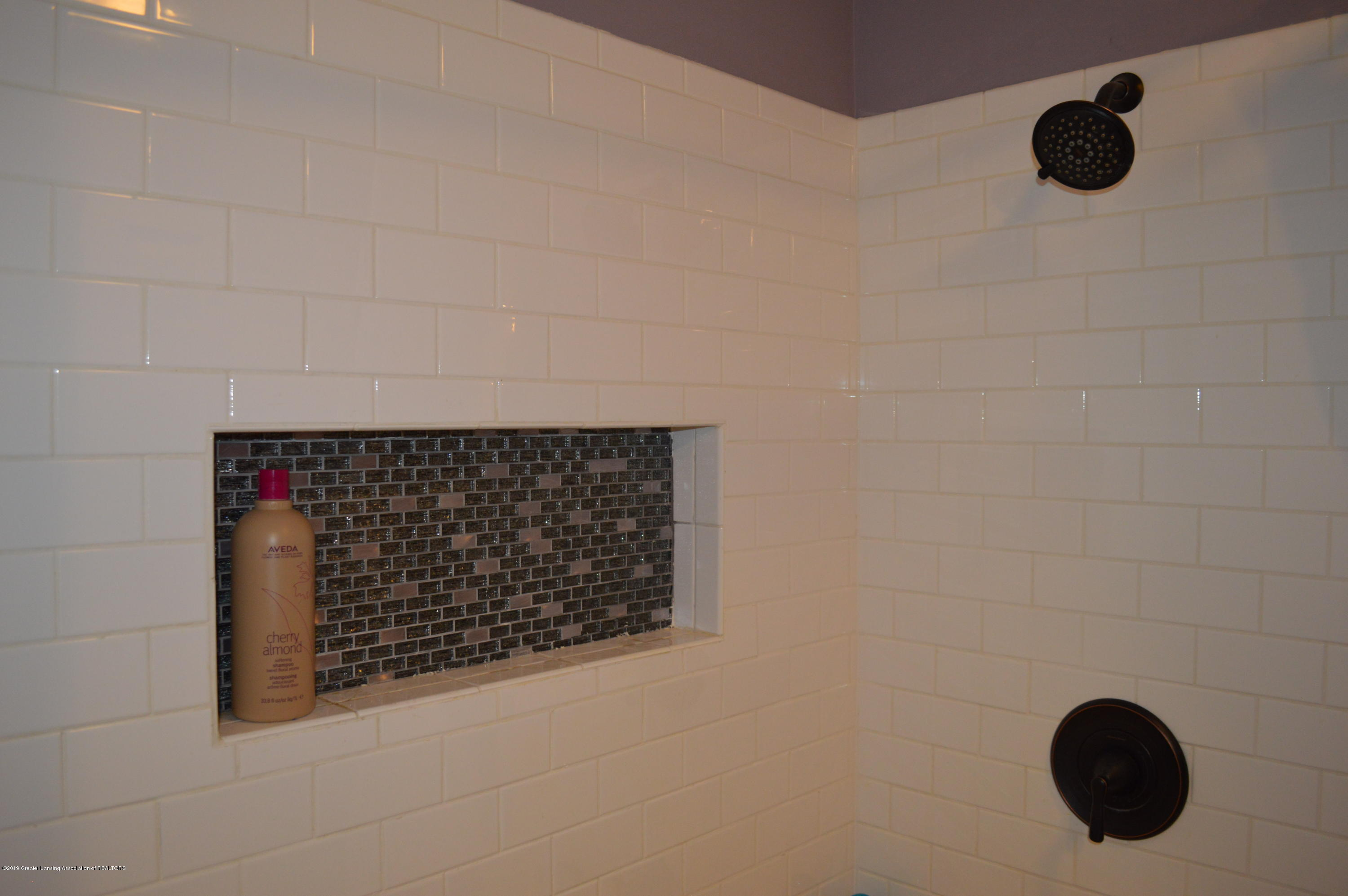 3811 Gale Rd - Update tile and Shelf in Shower - 17