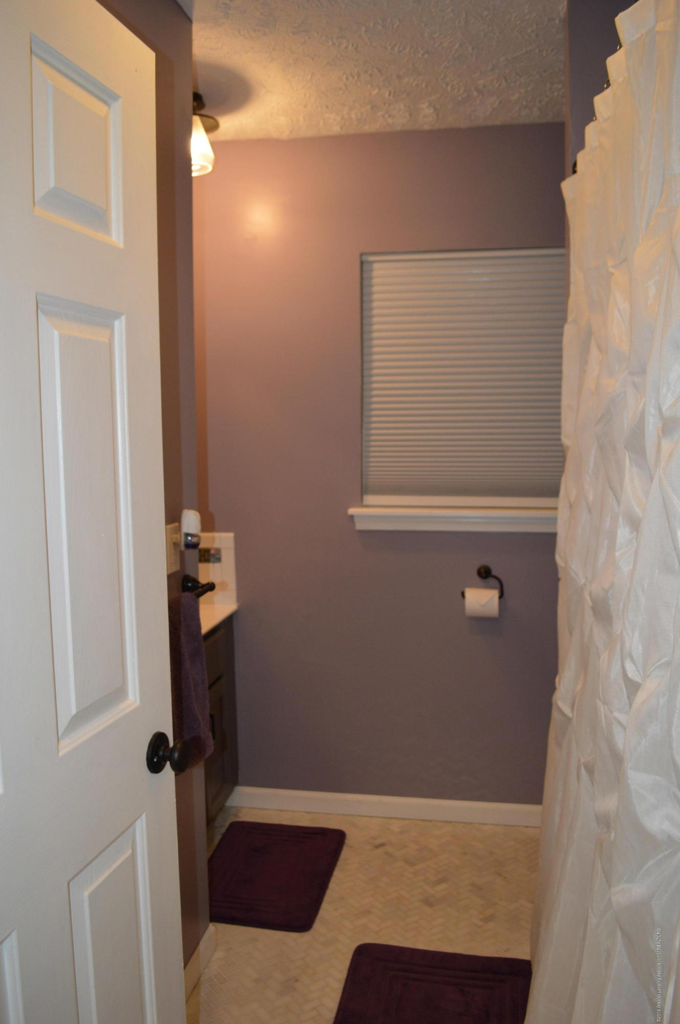 3811 Gale Rd - Full Hall Bath - 14