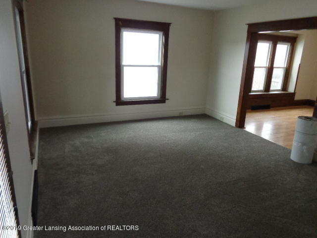 719 Comfort St - Living Room - 3