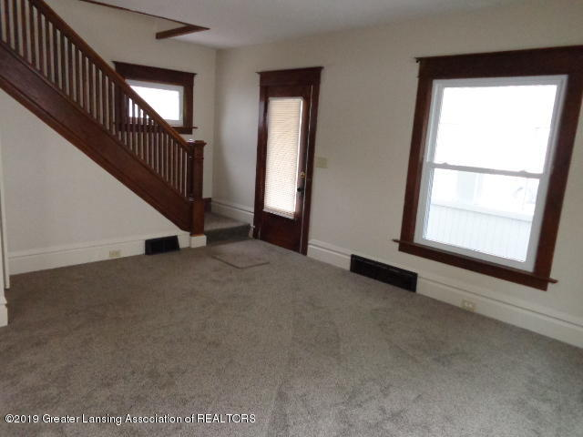 719 Comfort St - Living Room - 4