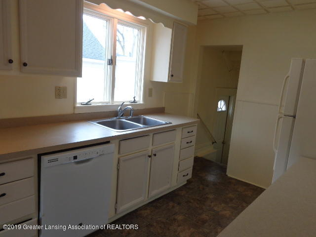 719 Comfort St - Kitchen - 8