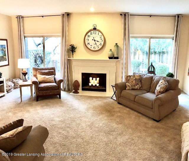 1305 Glenmeadow Ln - Living room - 3