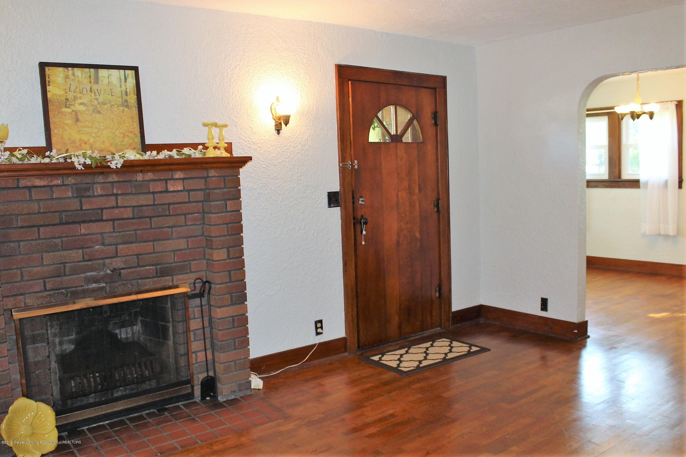 7662 E Saginaw Hwy - Living Room - 10