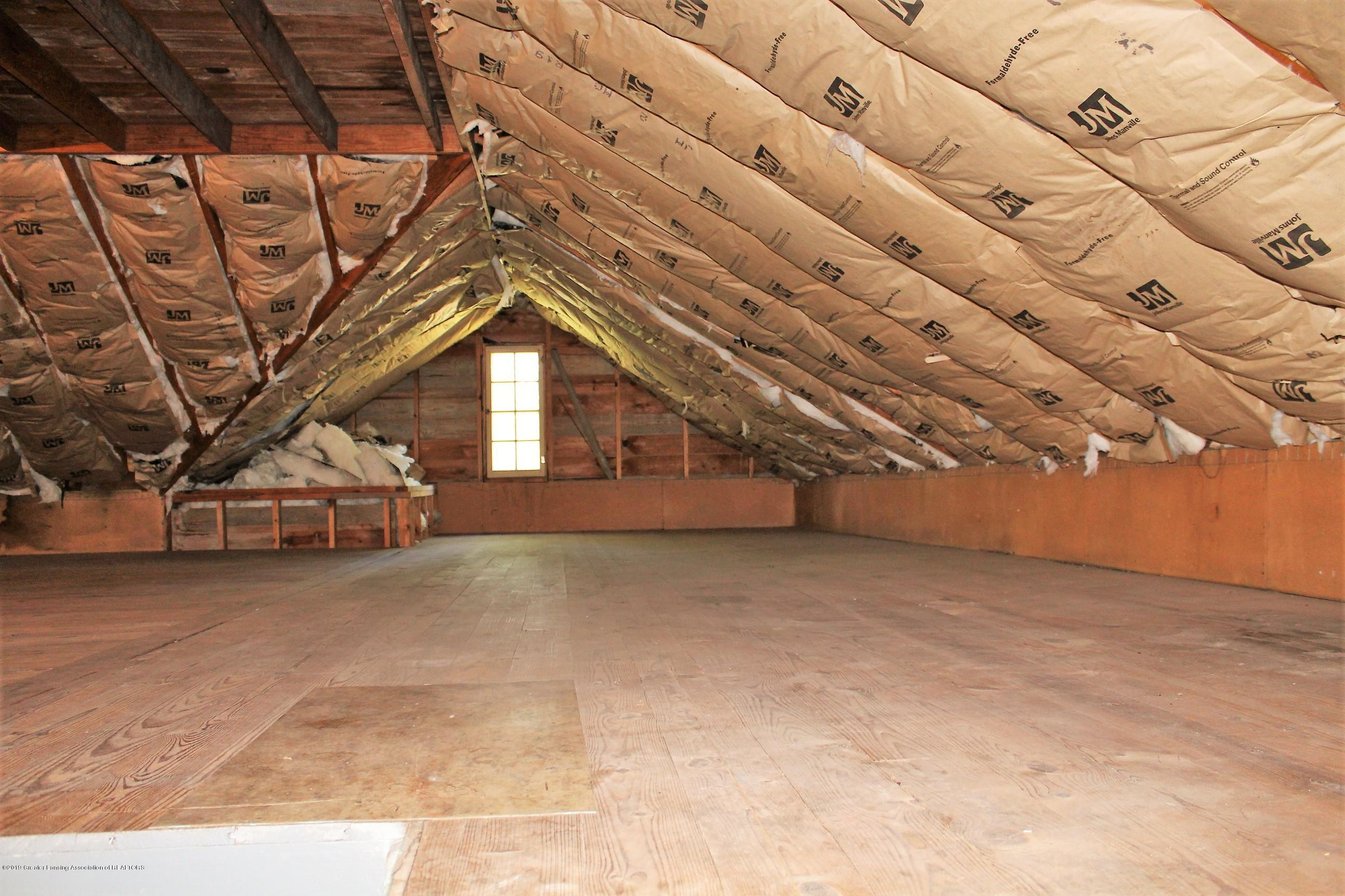 7662 E Saginaw Hwy - Walk Up Attic - 23