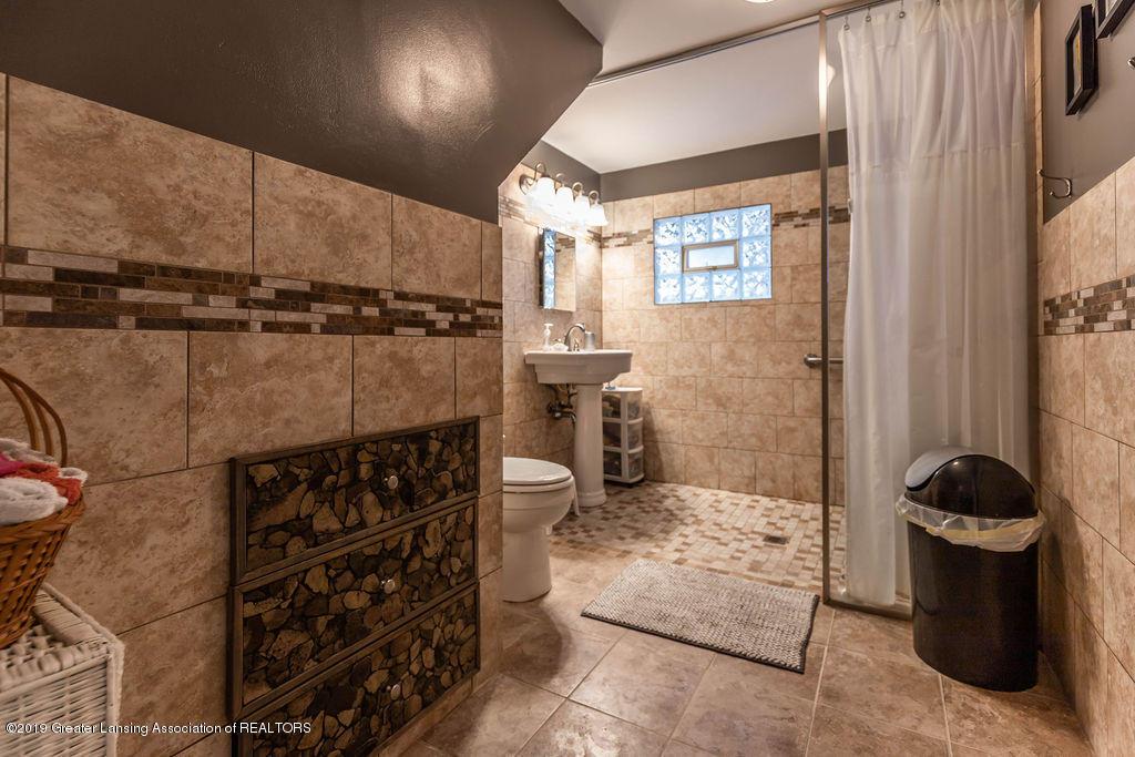4540 E Monroe St - Bath room - 12