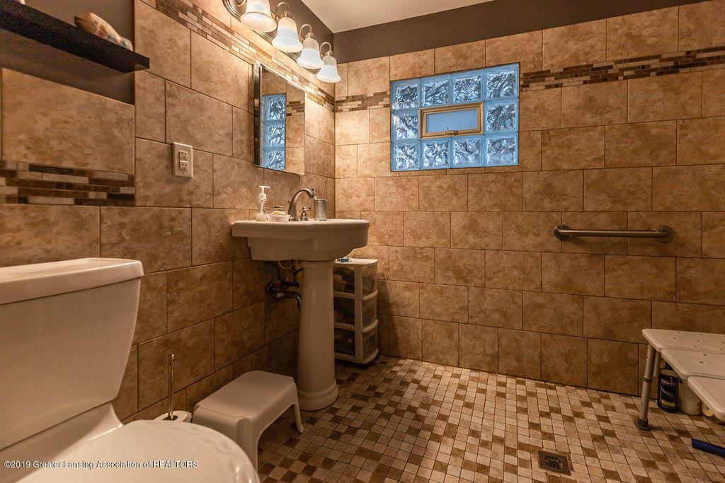 4540 E Monroe St - Bath room - 13