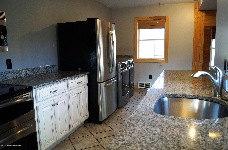 4987 Hillcrest Ave - Kitchen - 10