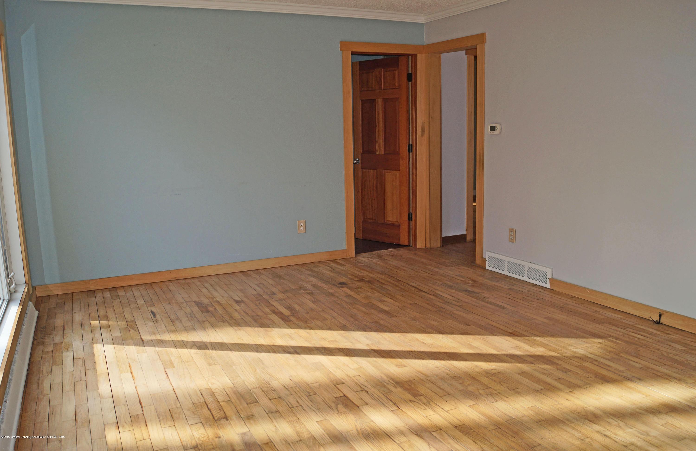 4987 Hillcrest Ave - Living Room - 14