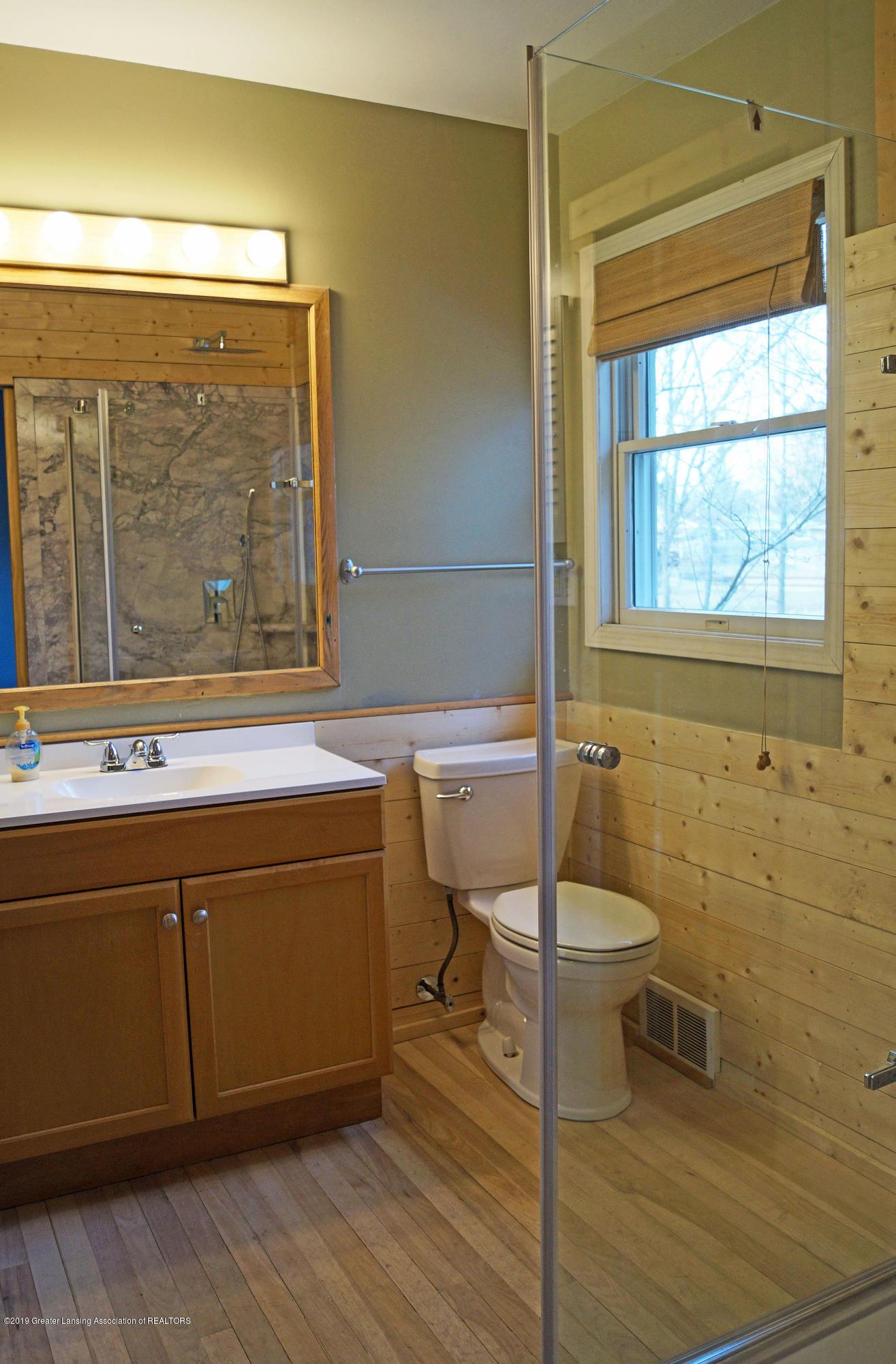 4987 Hillcrest Ave - Bathroom - 17