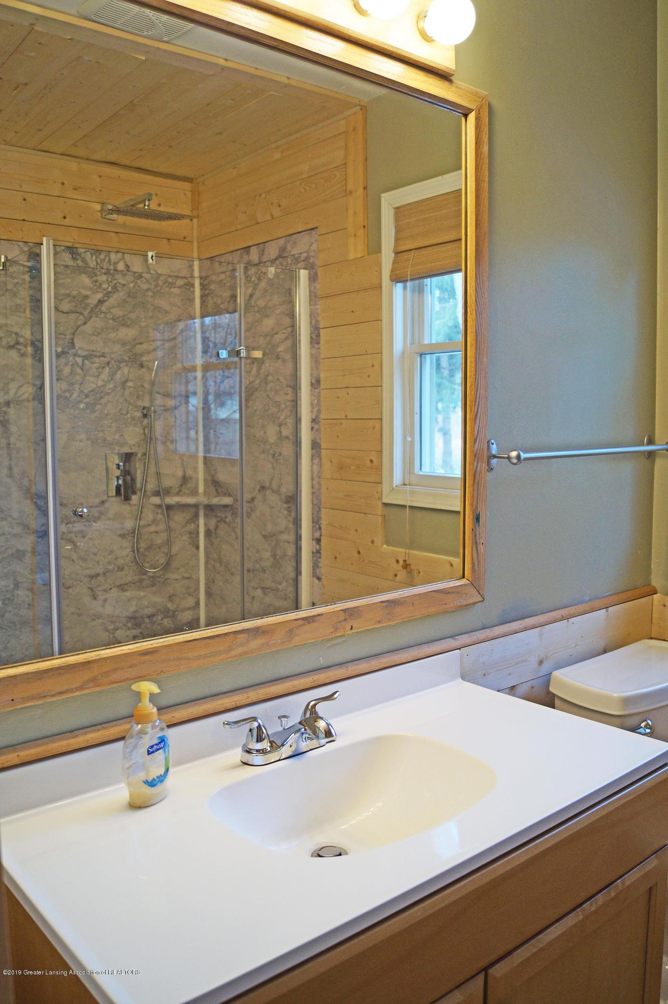 4987 Hillcrest Ave - Bathroom - 18