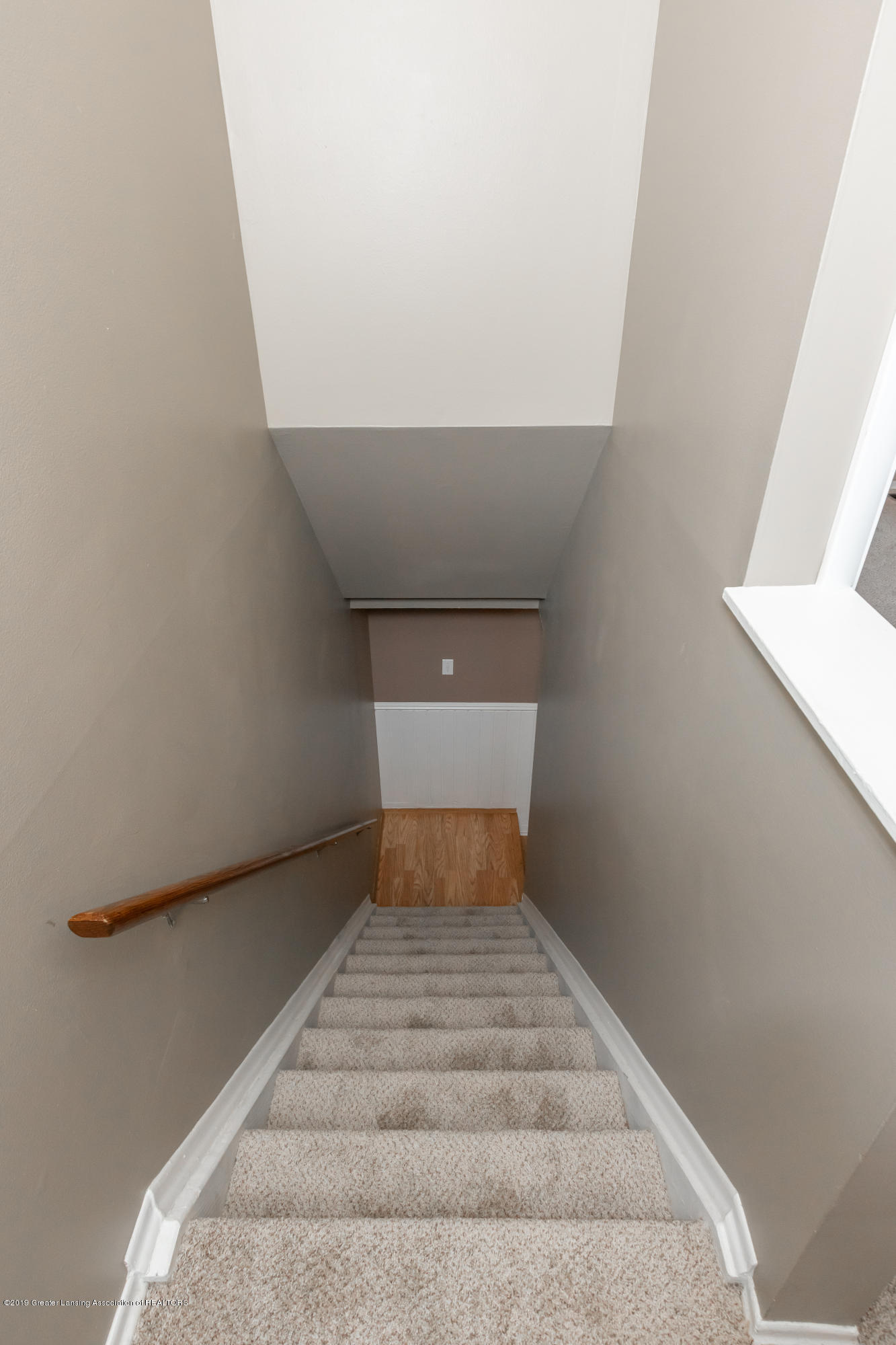 2086 Lac Du Mont Dr - Stairs to 2nd floor - 16