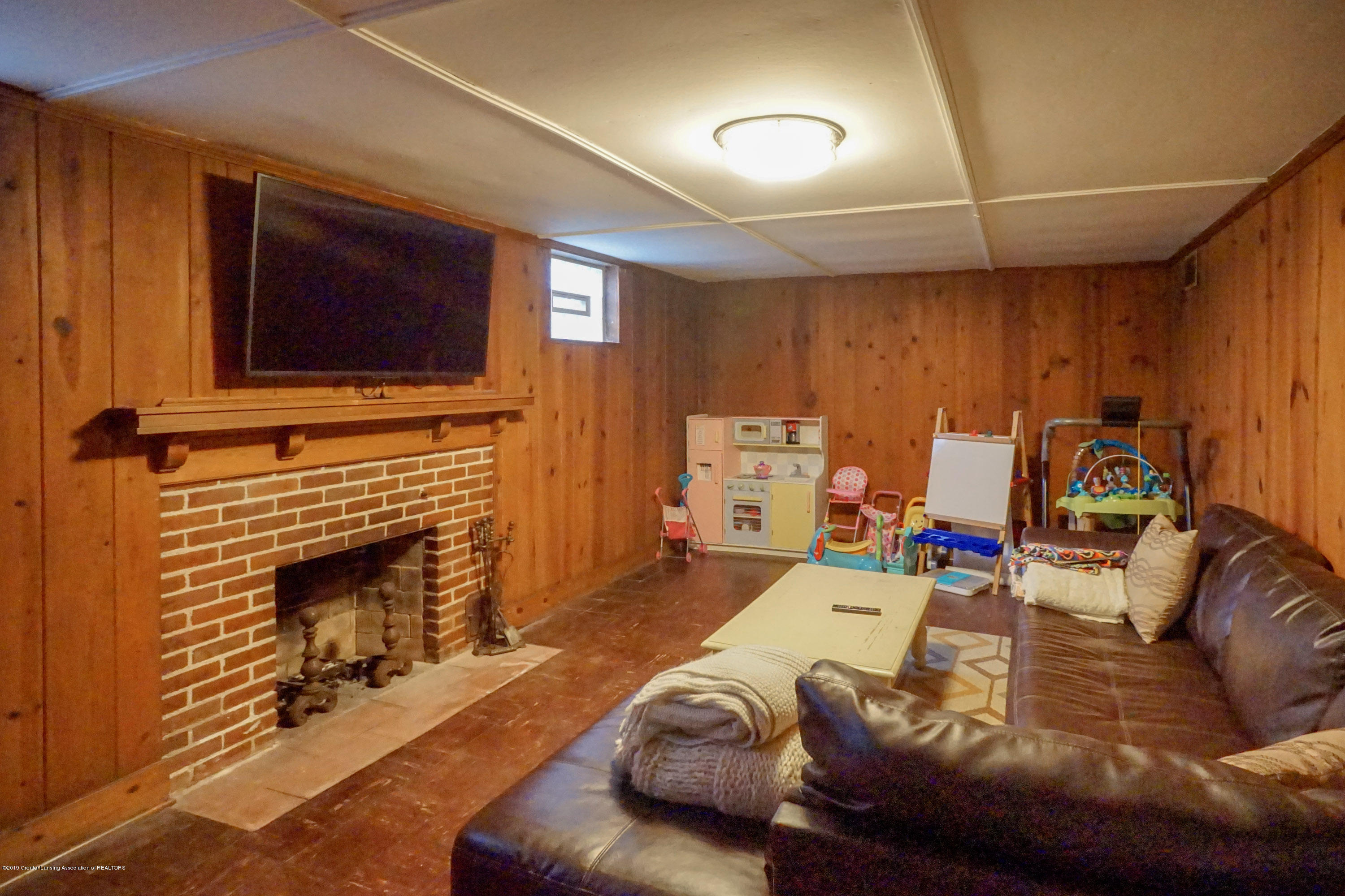 335 Kensington Rd - Lower Level Family Room - 31