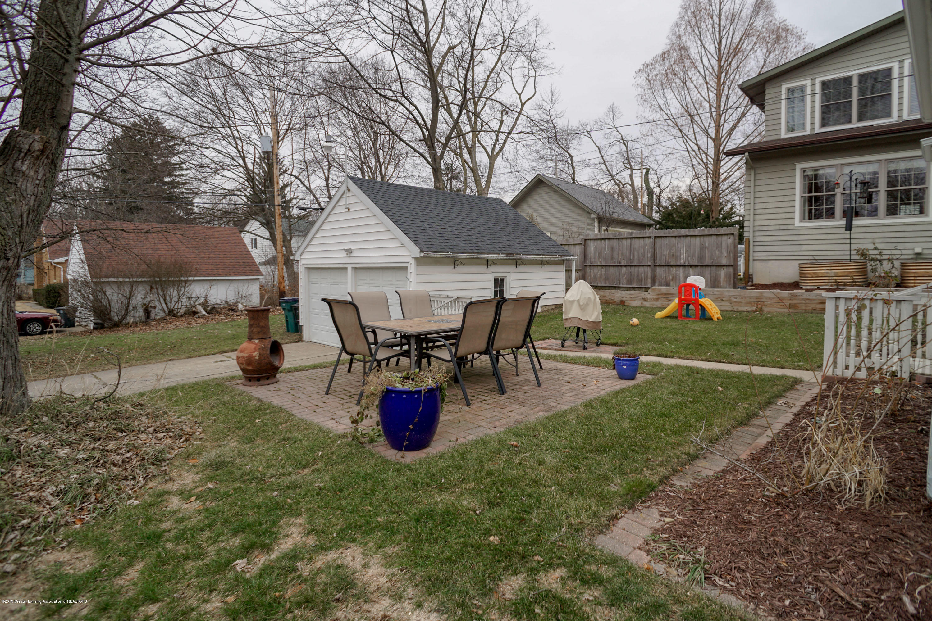 335 Kensington Rd - Patio/Yard - 34