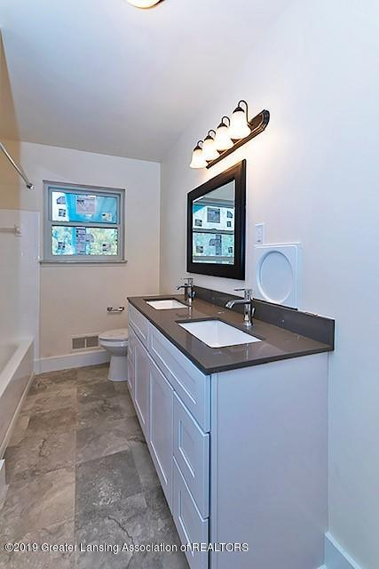 2315 Groesbeck Ave - bathroon-double sinks - 21