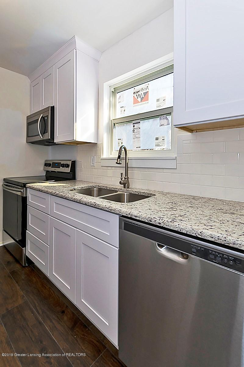 2315 Groesbeck Ave - kitchen sink - 14