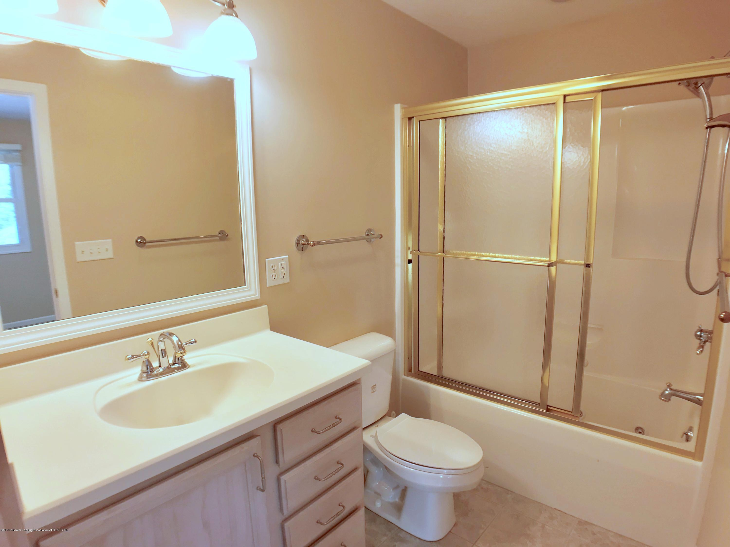 6430 Quail Ridge Ln - Second Level Full Bath - 50
