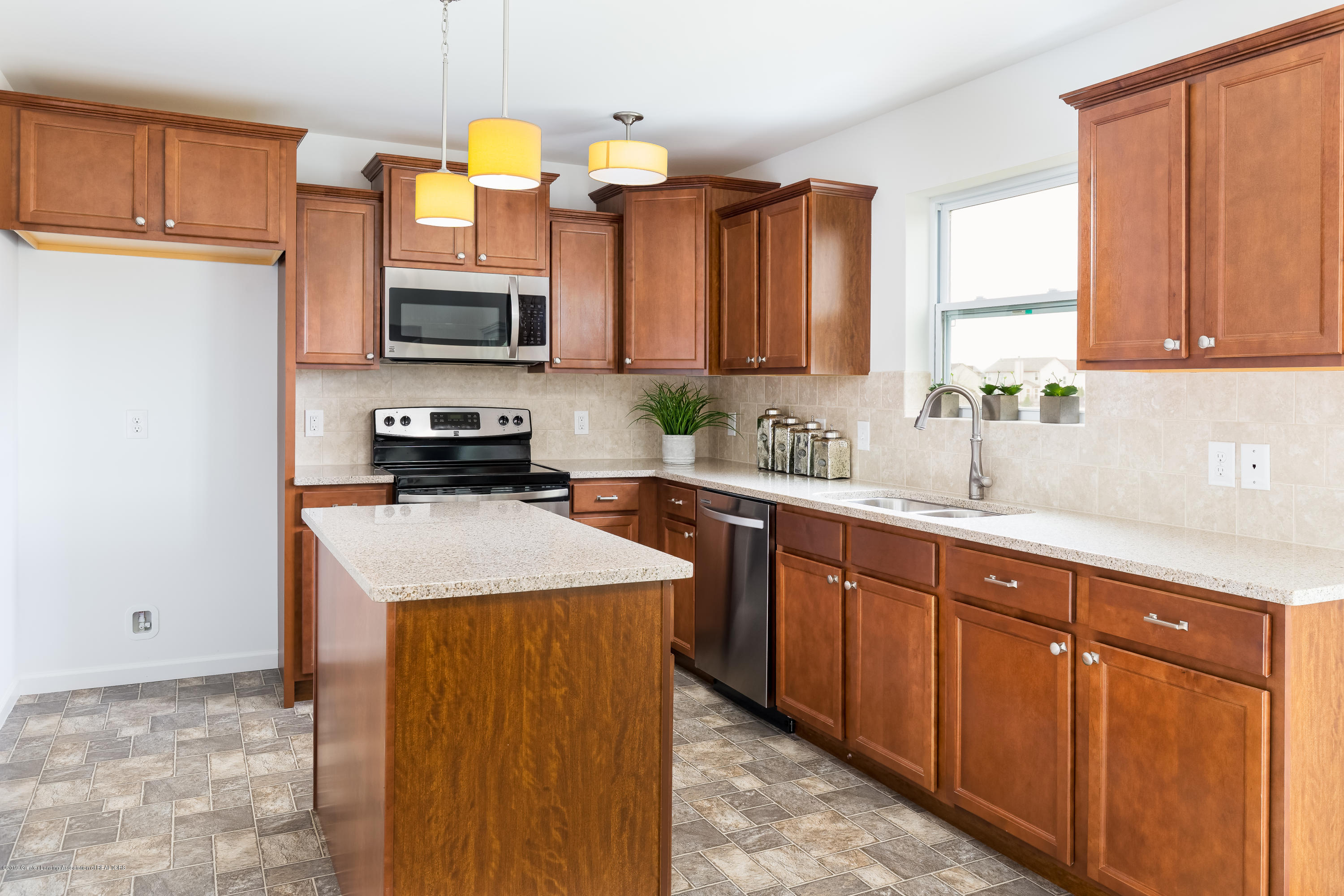 201 Ayla Drive - Kitchen TSP077-E2070-Staged-14 - 7
