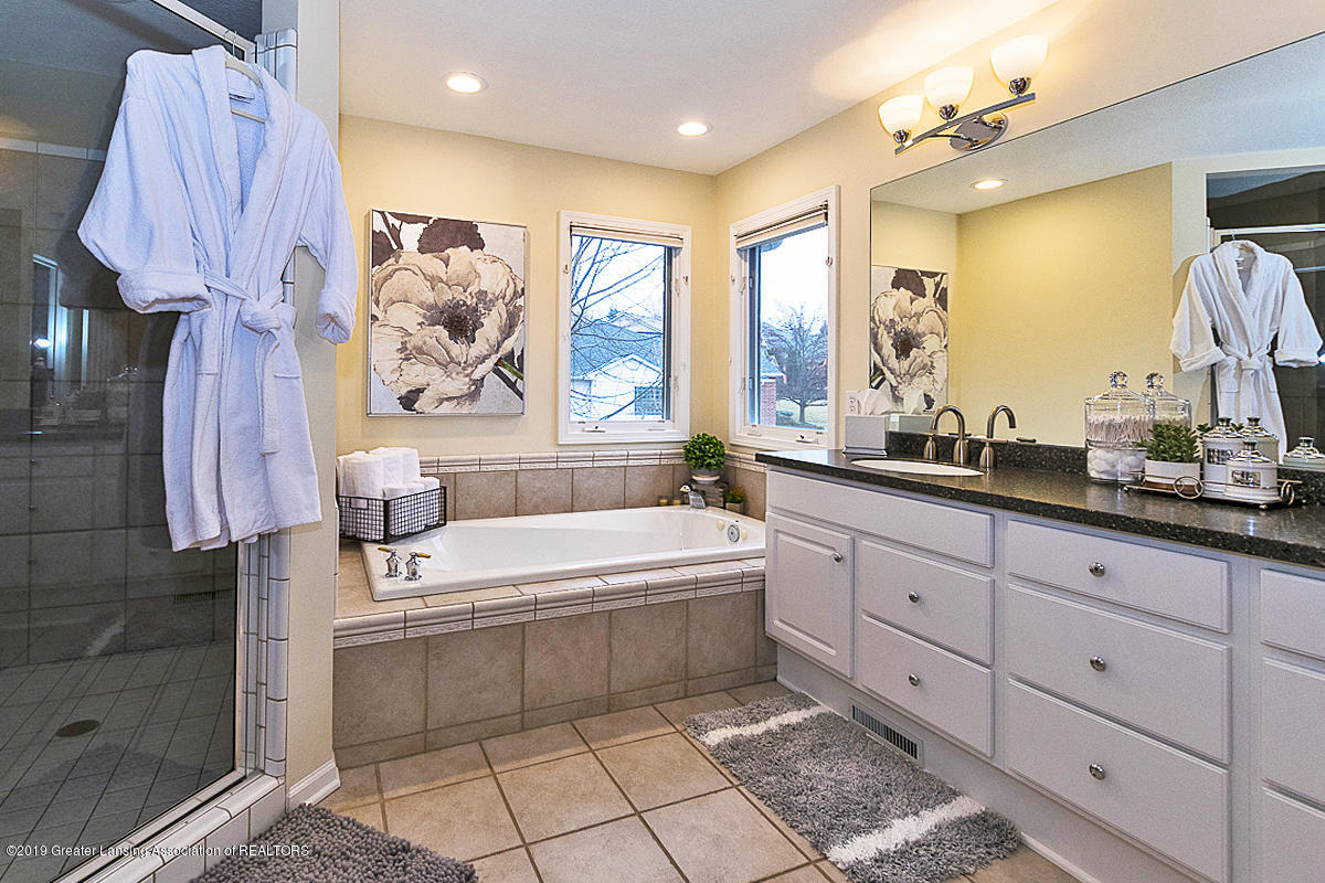 3562 Breezy Point Dr - MASTER BATH - 16
