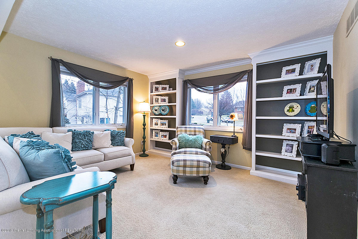 3562 Breezy Point Dr - LIVING ROOM - 7