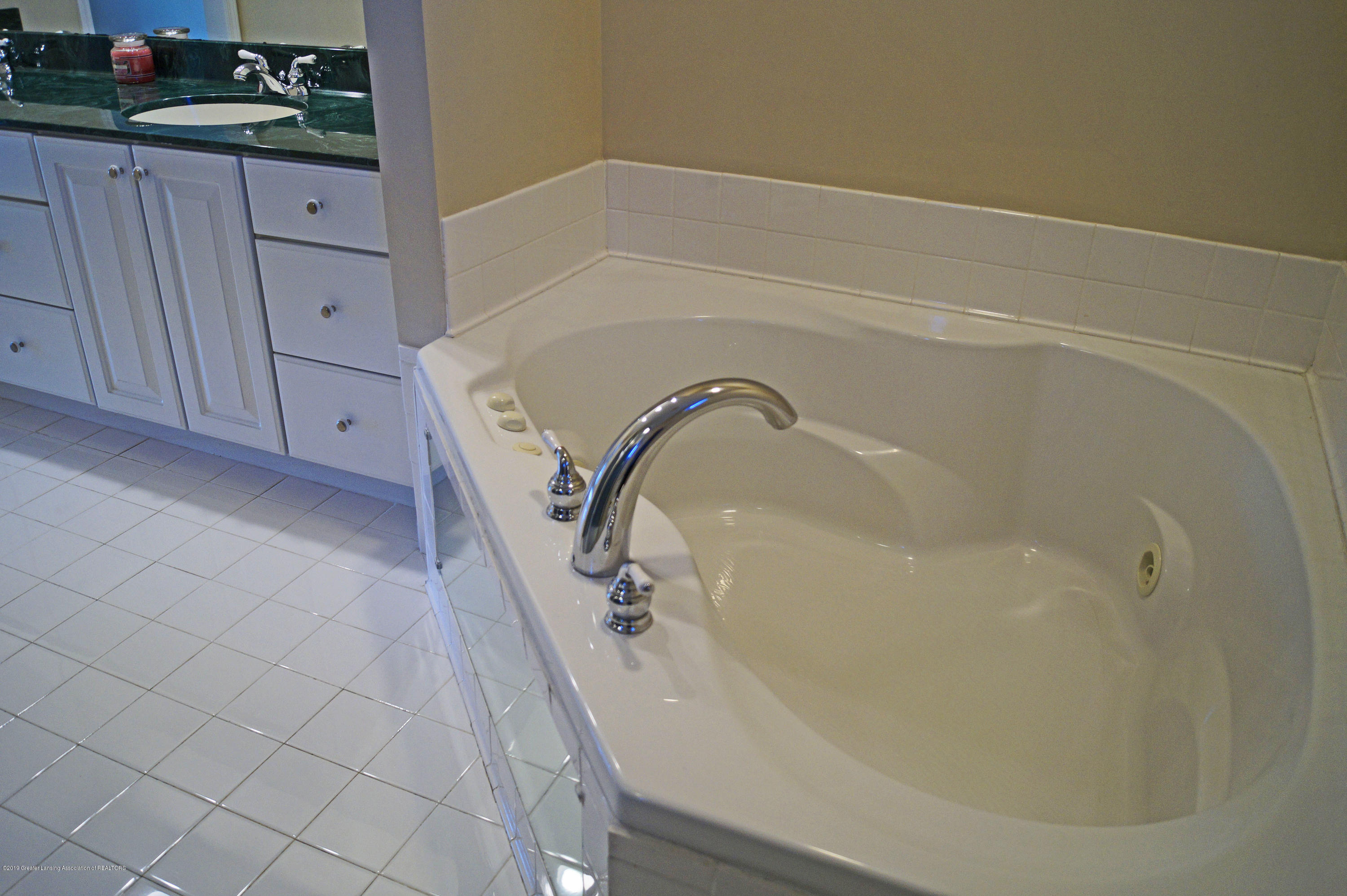 4865 Ohchi Ct - Master Tub - 33