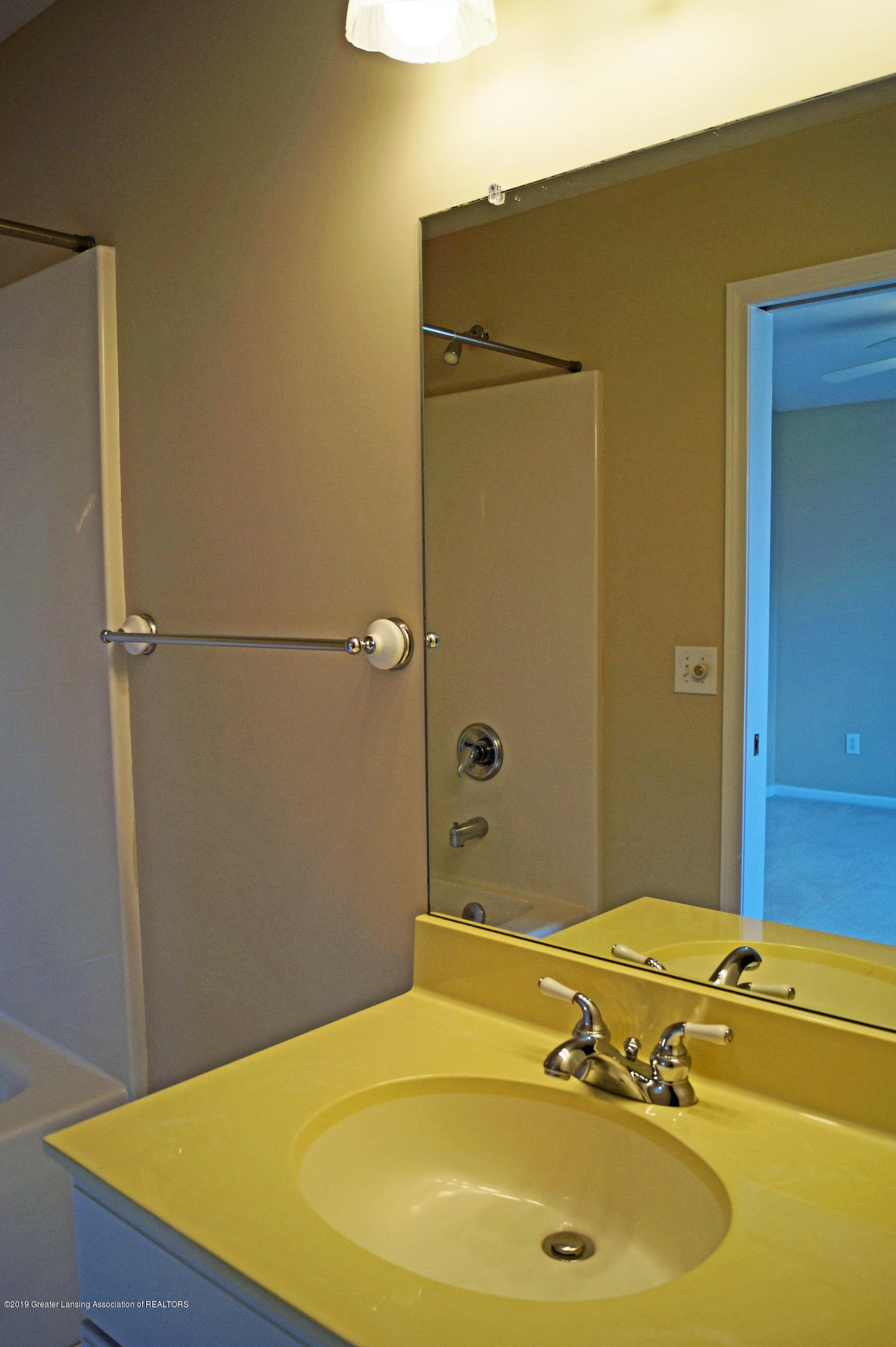 4865 Ohchi Ct - Suite Bath - 36